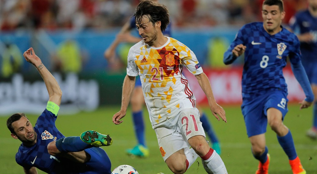 Spain's youngsters not getting many chances at Euro 2016