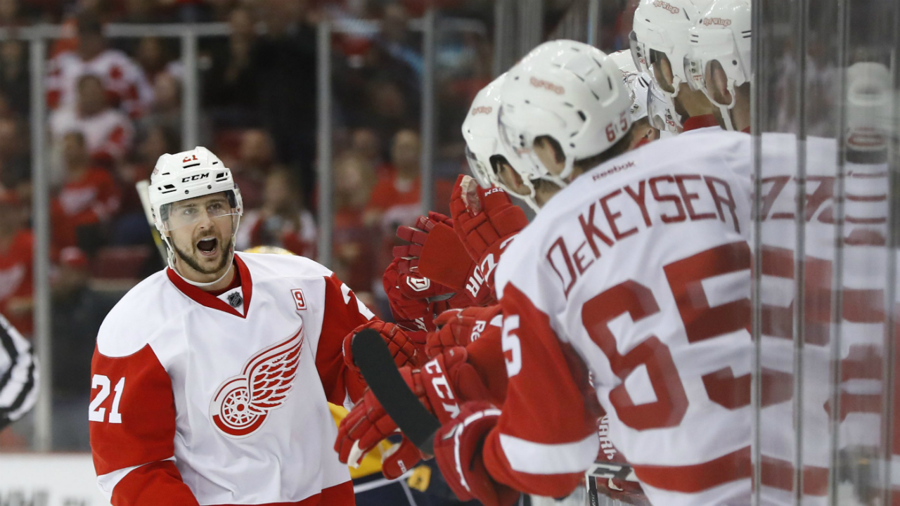 Tomas-tatar-bunch-of-happy-red-wings