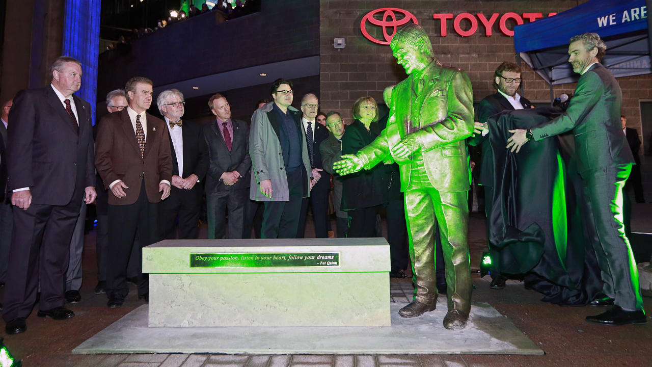 Vancouver Canucks unveil statue of Pat Quinn