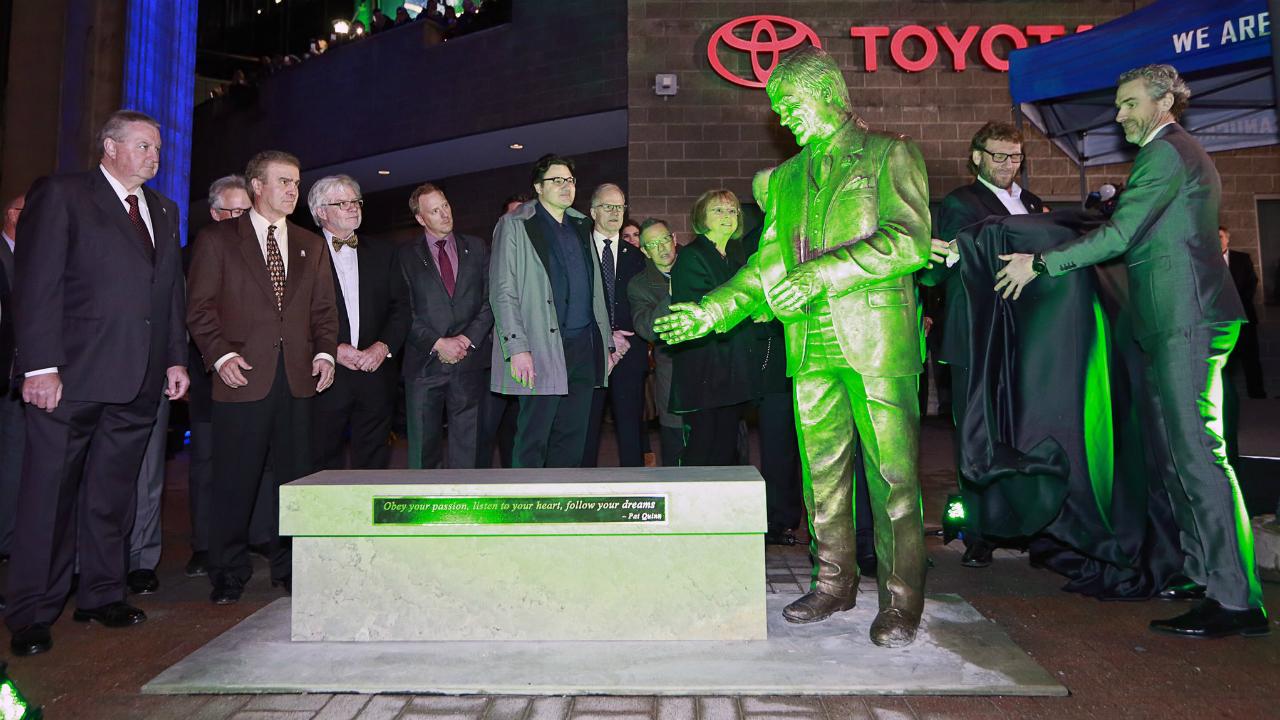 Vancouver Canucks unveil statue of Pat Quinn