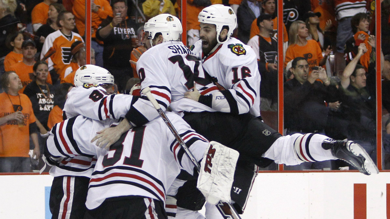 Happy-bunch-of-blackhawks-2010