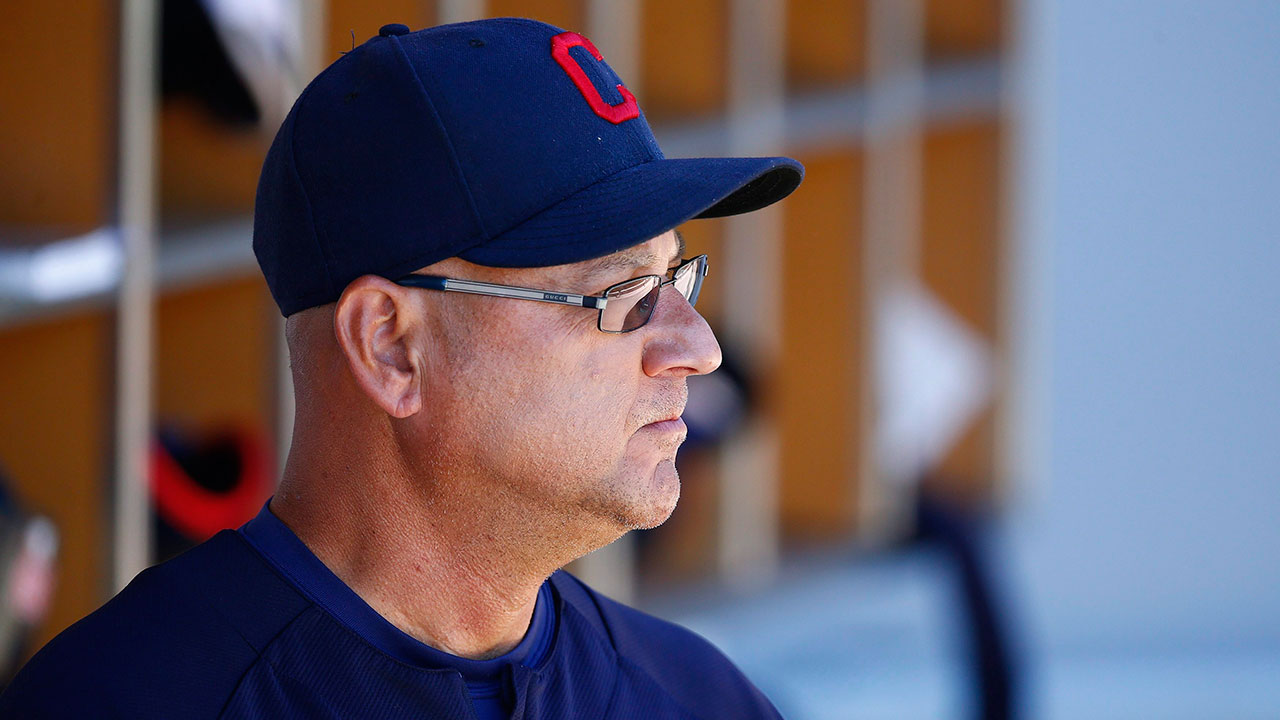 Francona apologizes to Indians for bullpen blunder
