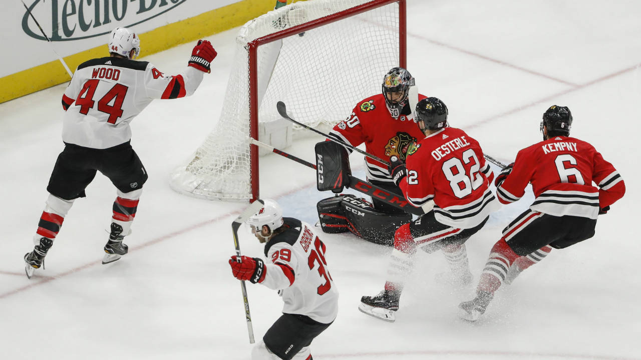 Devils-score-blackhawks
