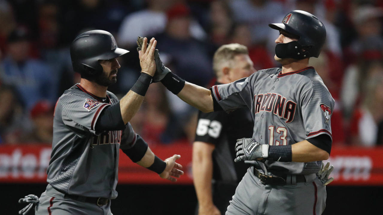 Diamondbacks-high-five