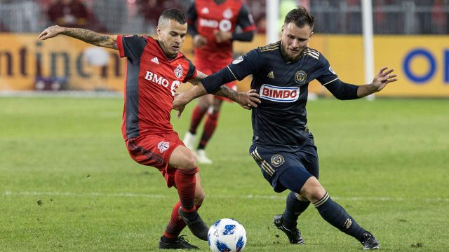 Toronto-fc-sebastian-giovinco-battles-for-ball-640x360