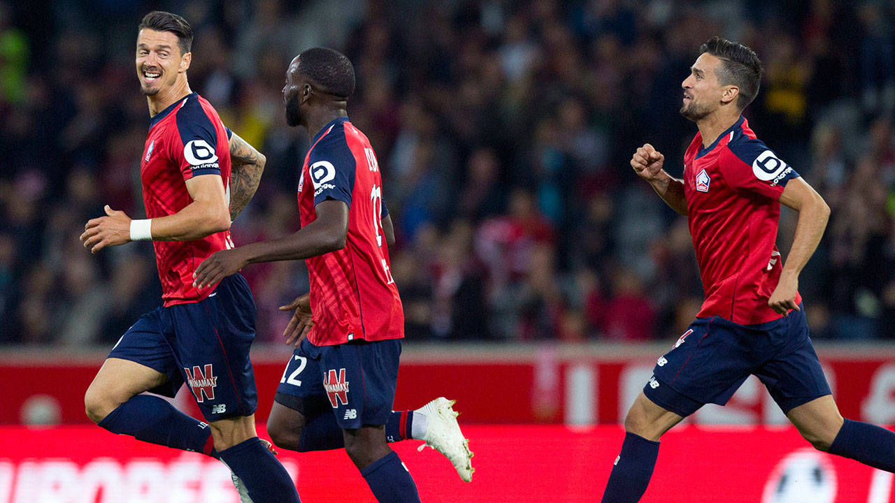 Lille_players_celebrate_scoring_a_goal