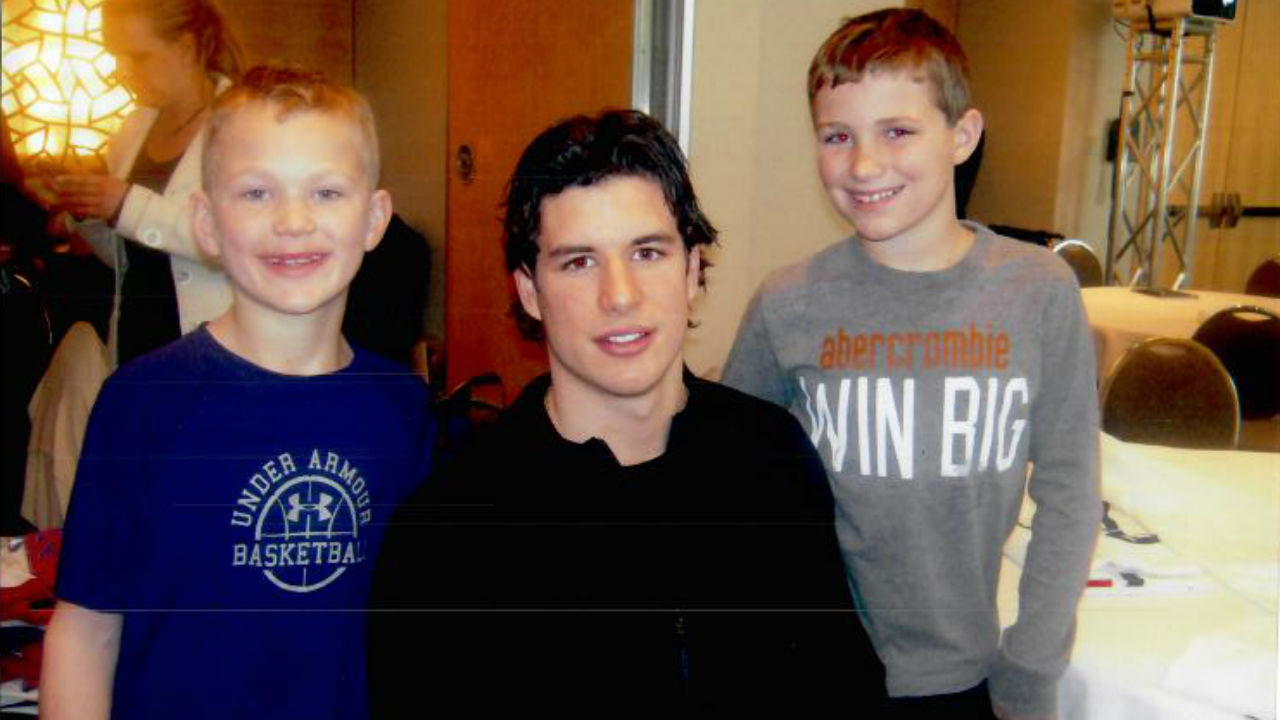 Sidney Crosby with young Brady (L) and Matthew Tkachuk.