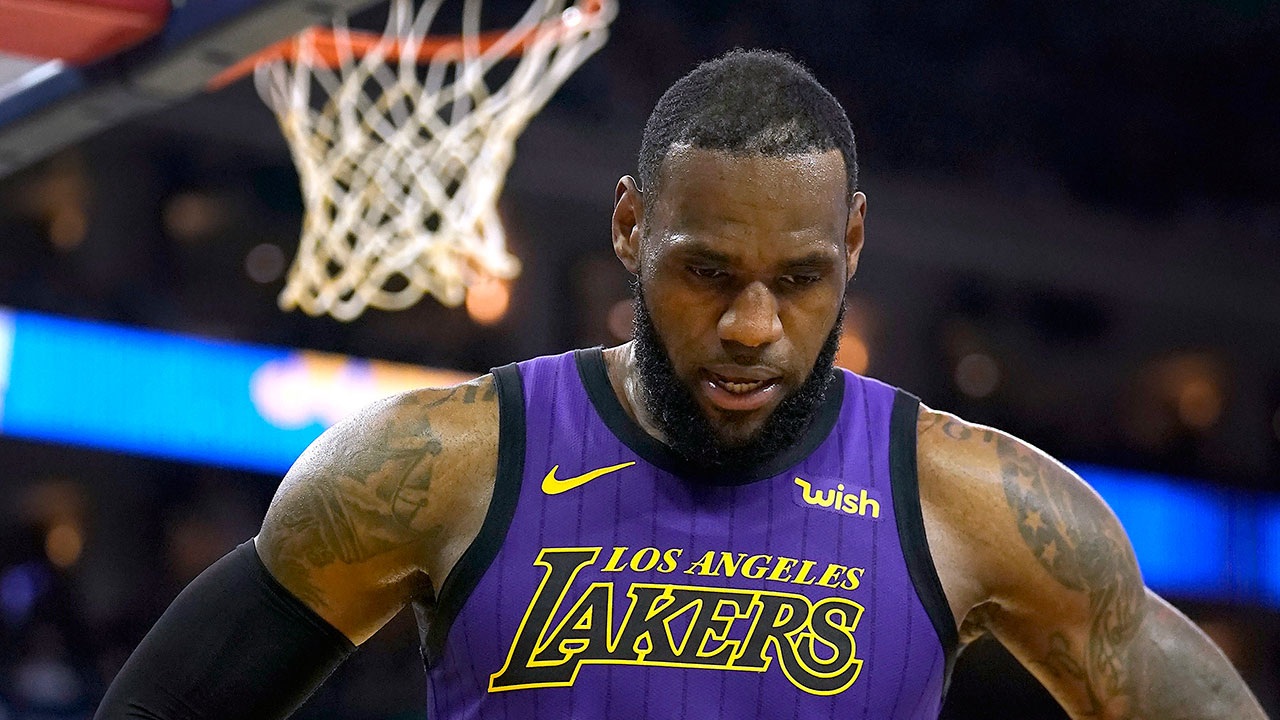 35a1875abd80 LeBron forced to watch as Lakers  season continues to slip away ...