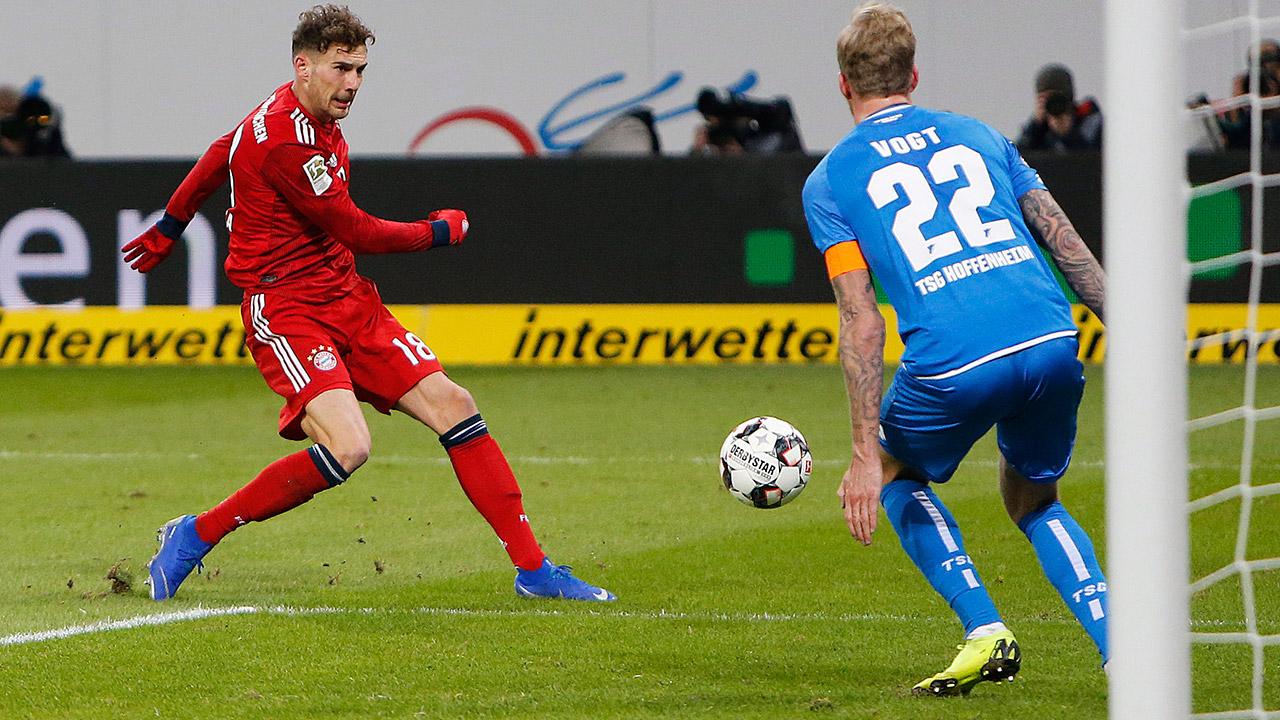 267e4c966a4 Canadian Alphonso Davies glued to bench in Bayern Munich win ...