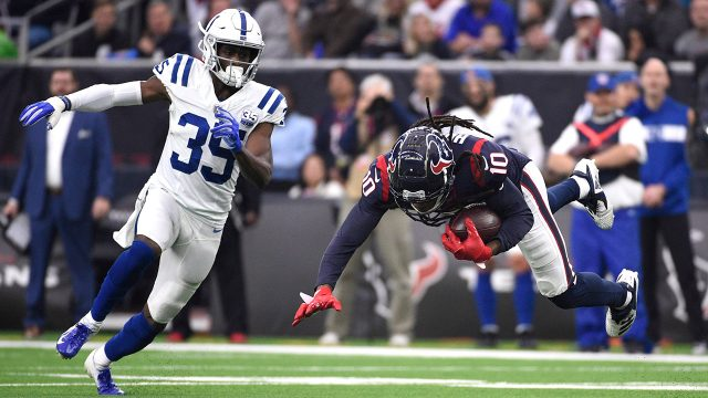 deandre-hopkins-catches-pass-in-front-of-pierre-desir